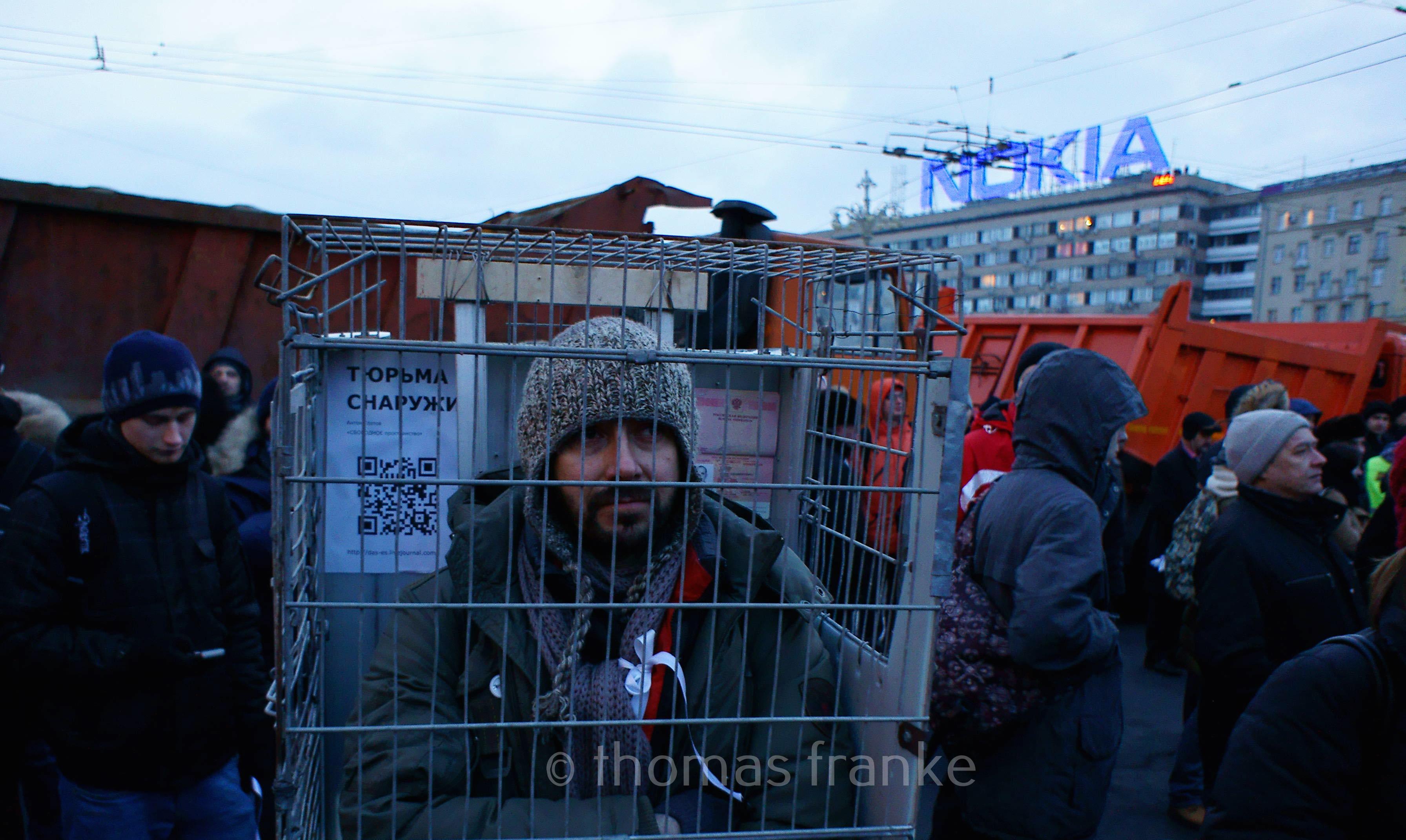 mann in käfig 6.3.2012